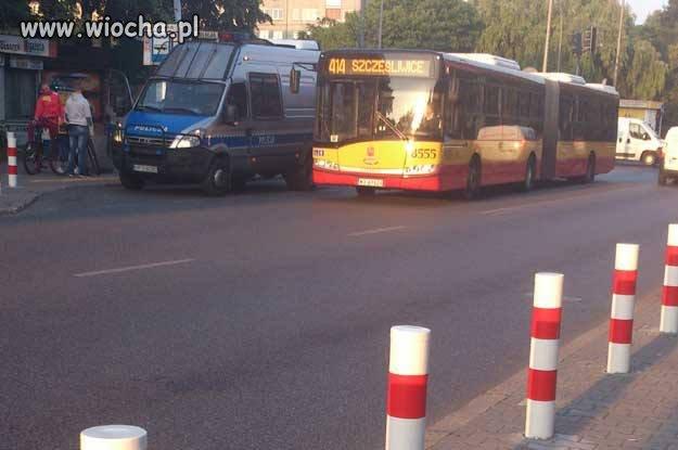 Autobus nie wjedzie, bo rowerzystów spisują