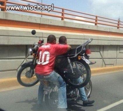 Dwa motocykle, dwie osoby