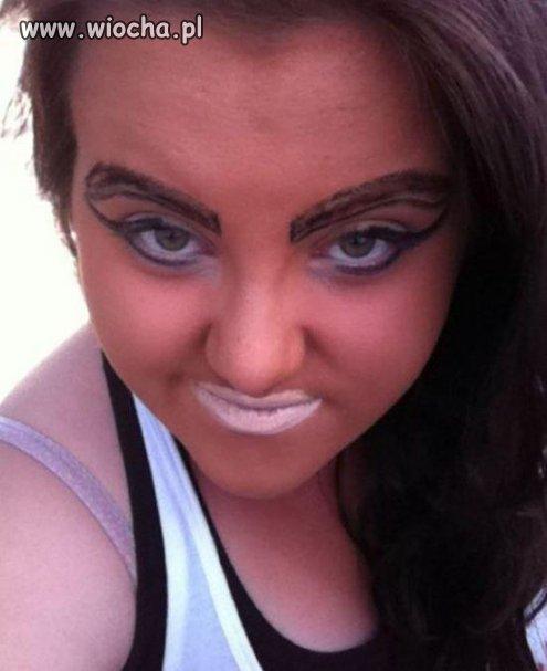 Troche przesadziła z makijażem