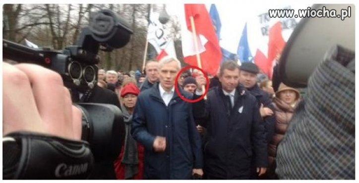 Andrzejek na marszu KOD