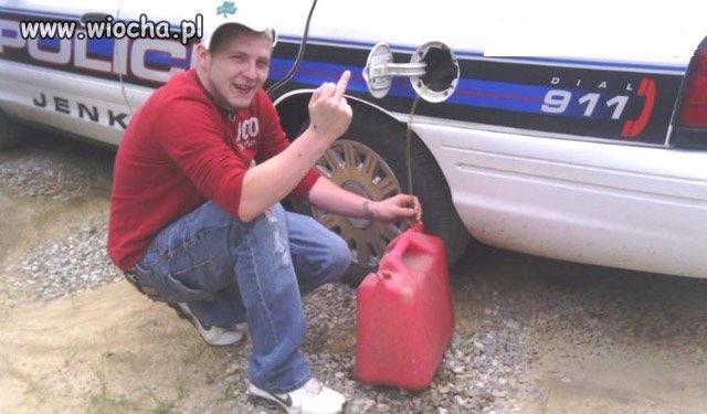 Ukradł paliwo z radiowozu i pochwalił się na FB...