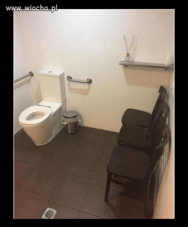Toaleta komisyjna.