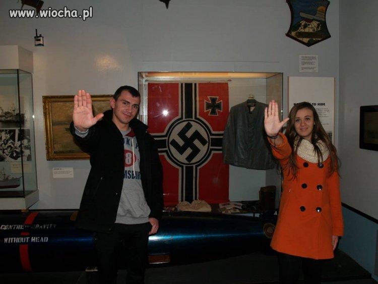 Adolf jest zadowolony.