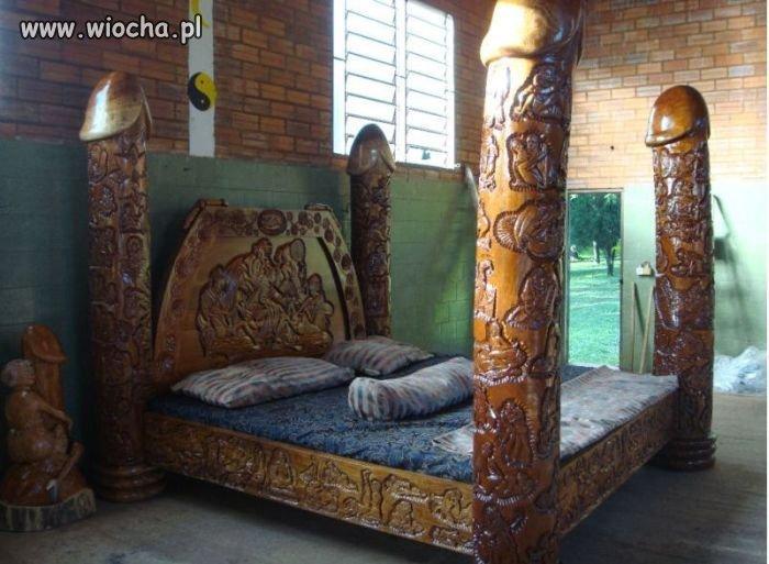 Ciekawe łoże...