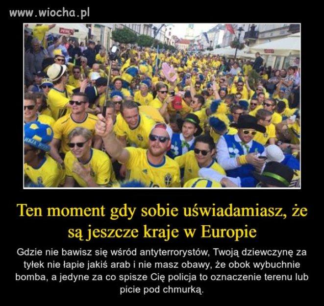 Tak się bawią szwedzcy kibice w Polsce.