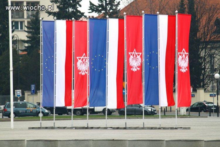 Warszawa, nowe flagi, nowe godła PO-lski
