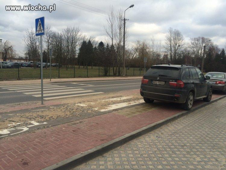 BMW mistrz parkowania na pasach