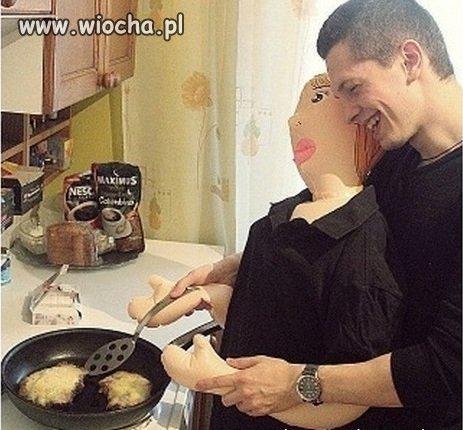 Koleżanka już wszystko potrafi tylko jeszcze to gotowanie