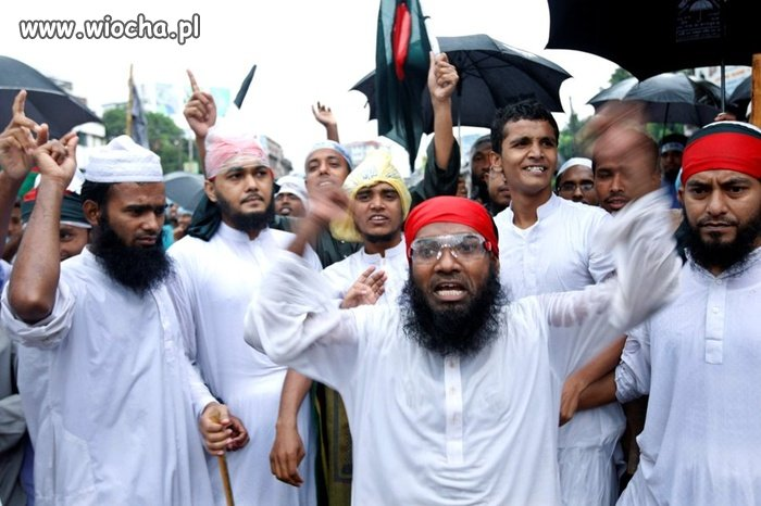 Islamiści przecięli 5-letniego chłopca na pół!