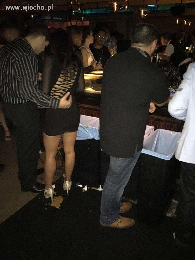 Narobić w barze do własnych butów...