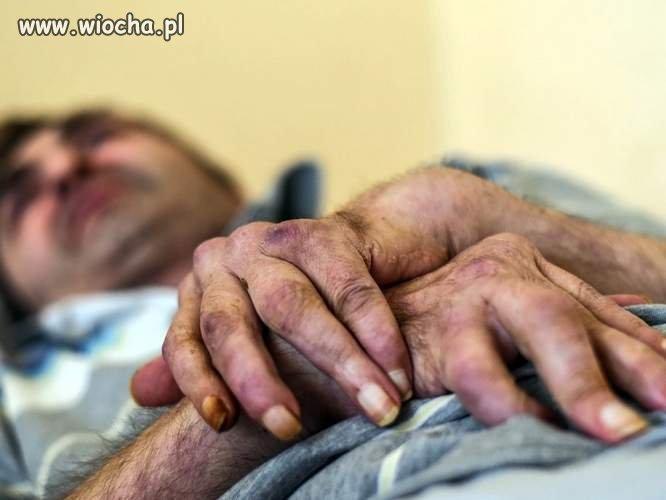Chory mieszkaniec Koronowa sam wychowuje syna. Komornik zabra� mu rent�, zostawi� 8 z�otych