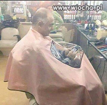 Na telefonie u fryzjera, życie dla smartfona.