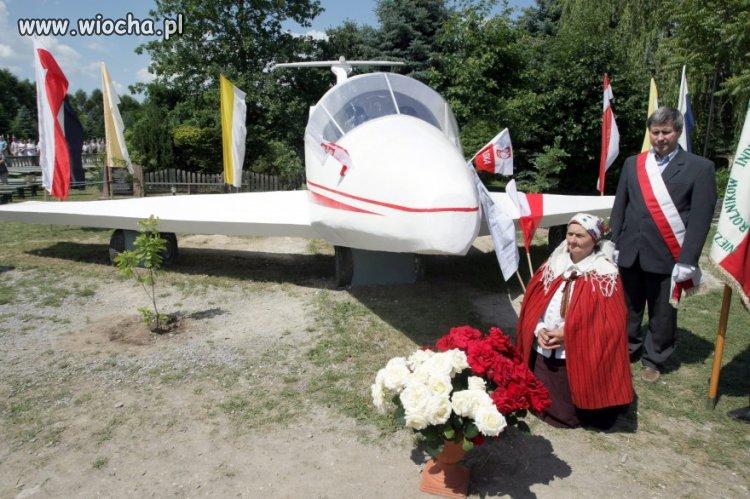 Betonowy pomnik Tu-154 w woj. świętokrzyskim