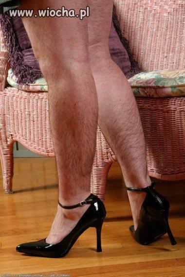 Nogi, szpilki, włochy - jest wiocha