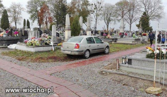 Zaparkował.