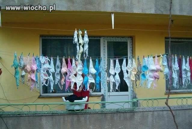 A tymczasem pranie o sąsiadki...