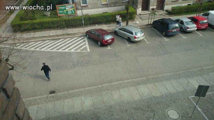 Parking pod przychodnia