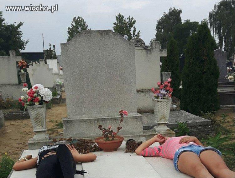 Wypoczynek na nagrobku