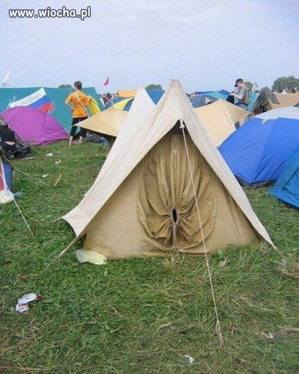 Czy wam też się ten namiot dziwnie kojarzy ?