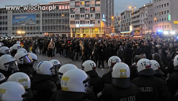 14 rannych podczas demonstracji kibiców przeciwko