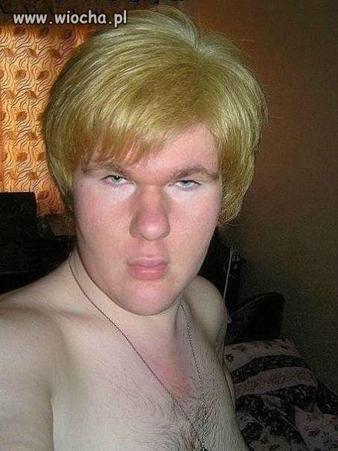 Blondyn z dzióbkiem