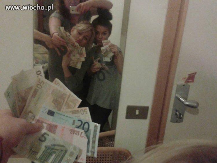 Zarobiły trochę euro to się muszą pochwalić...