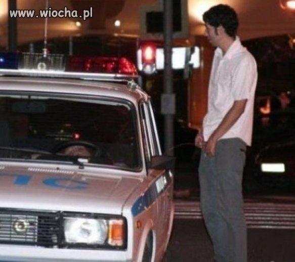 Obsikać wóz policyjny...