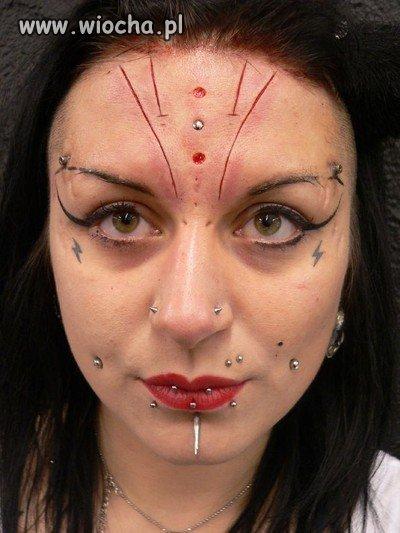 Skancerować sobie twarz... bezcenne...