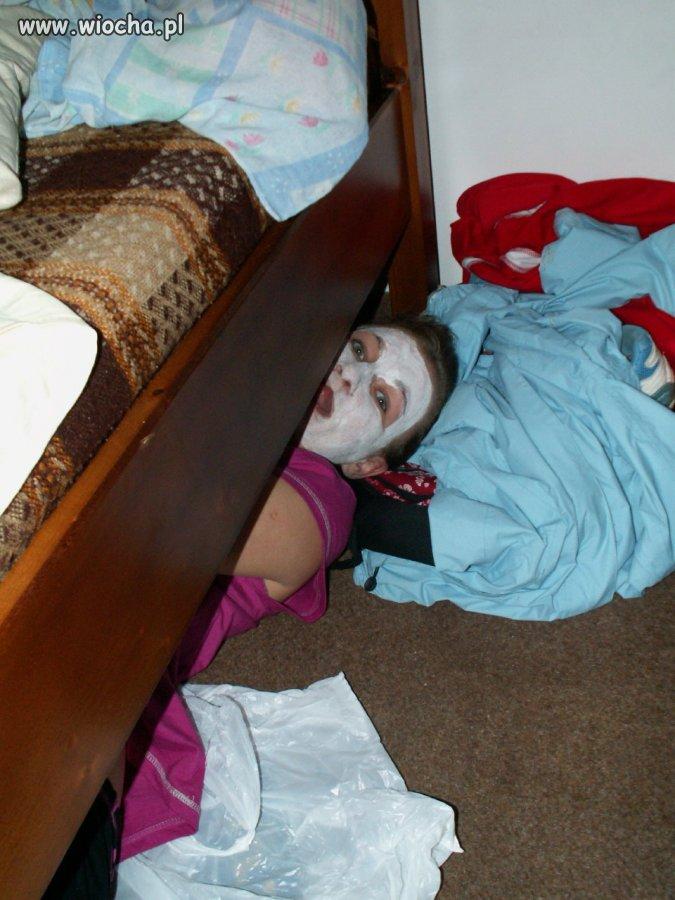 Pod łóżkiem 01