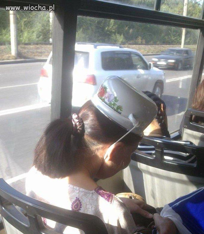 """""""siedzi w autobusie pani z garnkiem na głowie..."""""""
