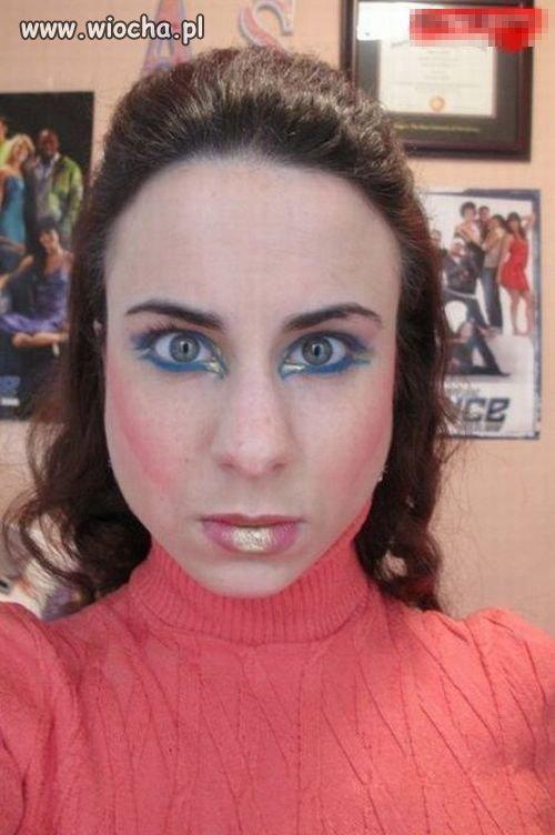 Pani chyba trochę przesadziła z makijażem...