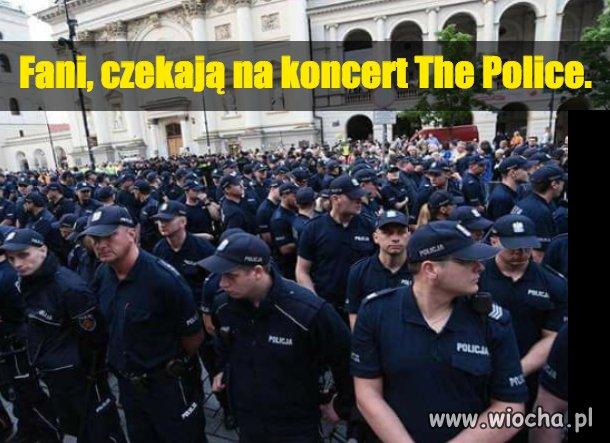 Fani, czekają na koncert The Police.