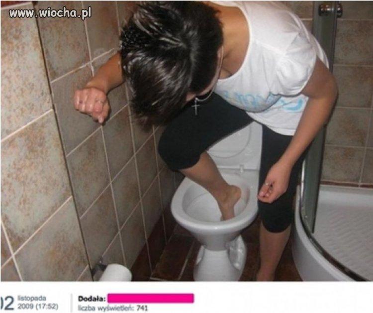 Mam nadzieję, że myje nogi
