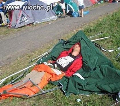 Najpierw rozkładasz namiot potem pijesz