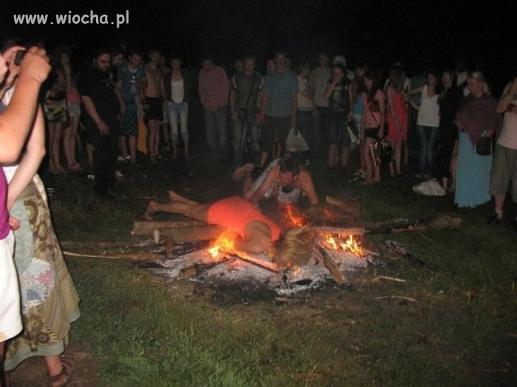 Nie wiadomo czy to skoki przez ognisko,
