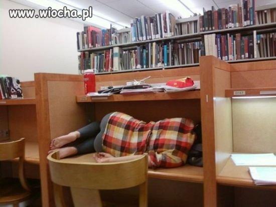 W bibliotece jest cicho