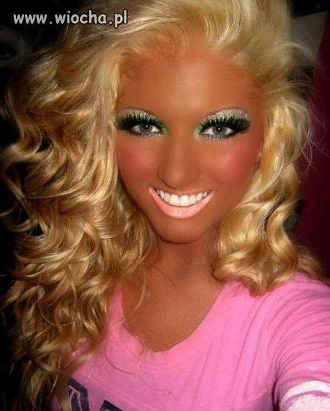 Troszkę makijażu.