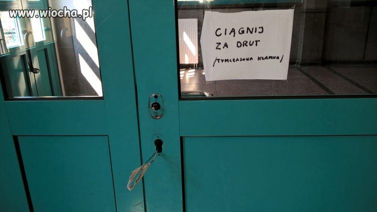 Wejście do akademika.