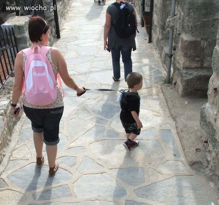 Kiedyś na spacerku prowadziło się dziecko za rękę