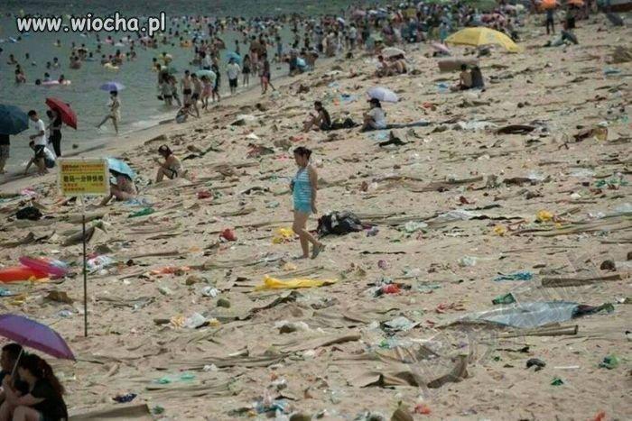 Chińska plaża pełna śmieci