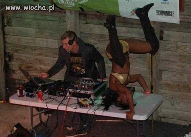DJ jest - panienka też