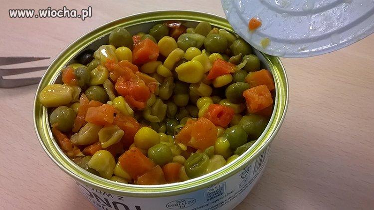 Tu�czyk z warzywami - zagadka gdzie jest tu�czyk?
