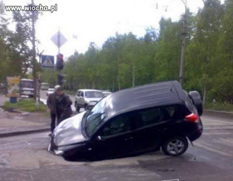 Lekkie uszkodzenie , wleciałem w dziurę w drodze