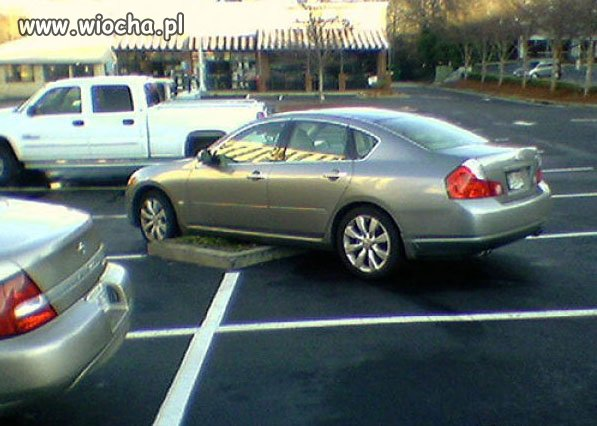 """Oto kolejny przykład z serii """"mistrz parkowania"""