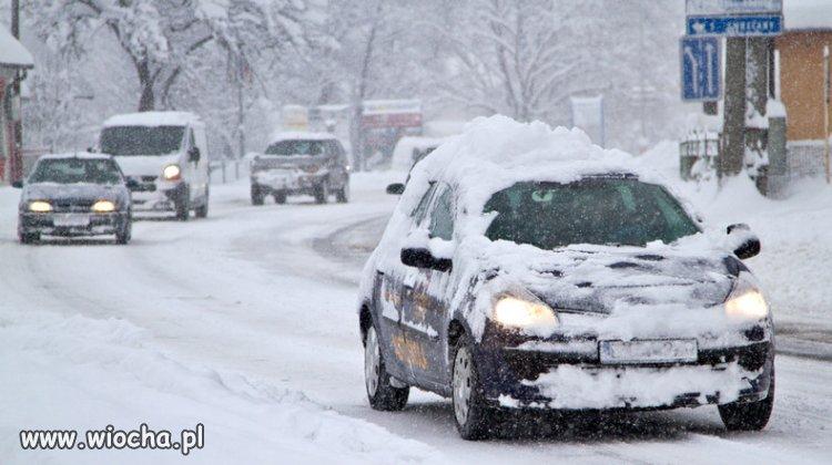 Jak co roku zimowi idioci na drogach