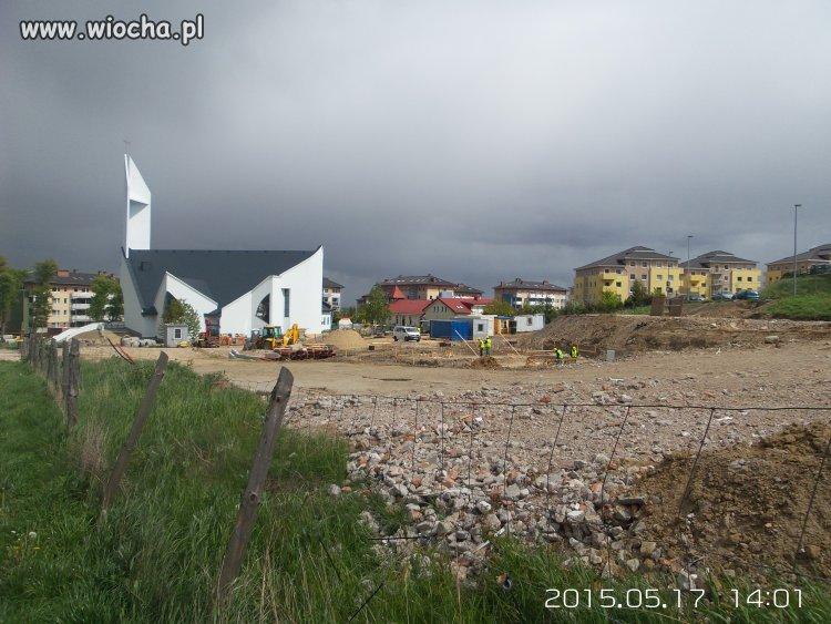 Ksiądz sprzedał ziemię koło kościoła