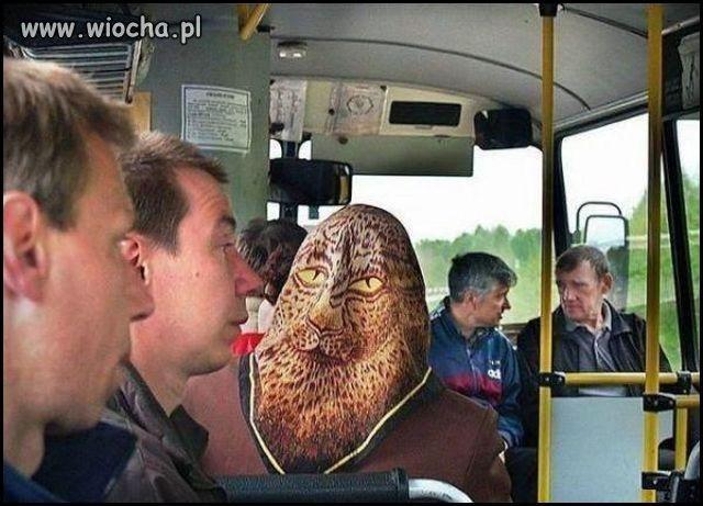 W autobusie...