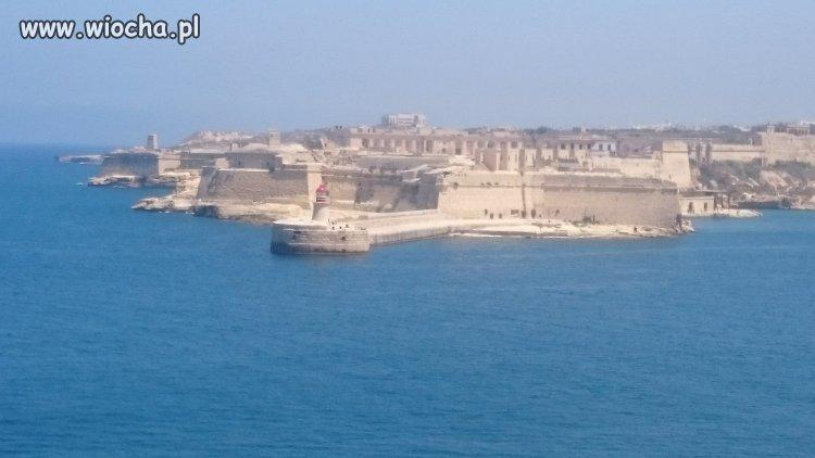"""Piękna Malta i """"mural"""" na niej znaleziony."""