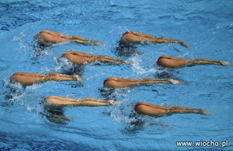 Pływanie synchroniczne.