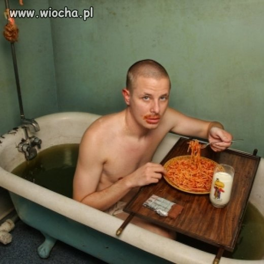 Krzysiu, jem spaghetti.